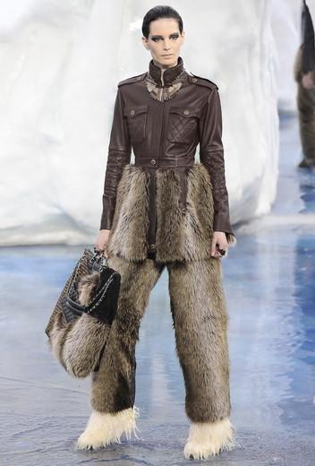 То ли большая, то ли малая медведица: Chanel fall 2010. Изображение № 6.