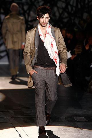 Что носить осенью: мужские показы в Милане. Изображение № 237.