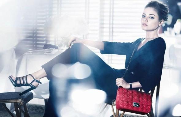 Кампания: Мила Кунис для Miss Dior Handbags SS 2012. Изображение № 2.