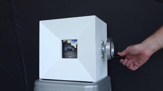 Аналоговый gif-видеоплеер показывает мини-фильм из фотографий. Изображение № 1.