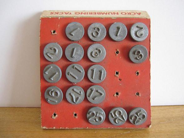 Так выглядят настоящие гвоздики для оконных рам 1950-х годов. Изображение № 13.