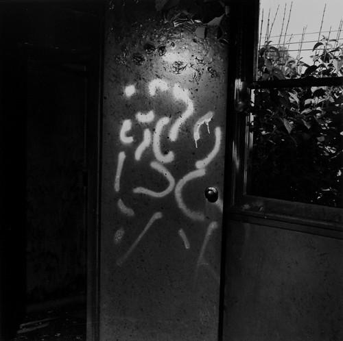 John Divola. Фотографический вандализм. Изображение № 10.