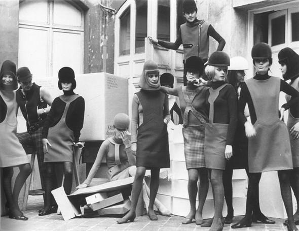 "Pierre Cardin, Футуризм 70 –х. ""Past, Present, Future"". Изображение № 5."