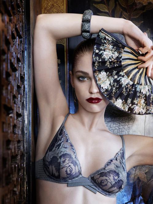 Лукбук осенне-зимней кампании бренда нижнего белья La Perla. Изображение № 2.