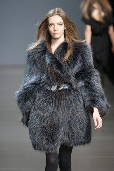 Valentin Yudashkin. Fall-Winter 2010-2011. Изображение № 14.
