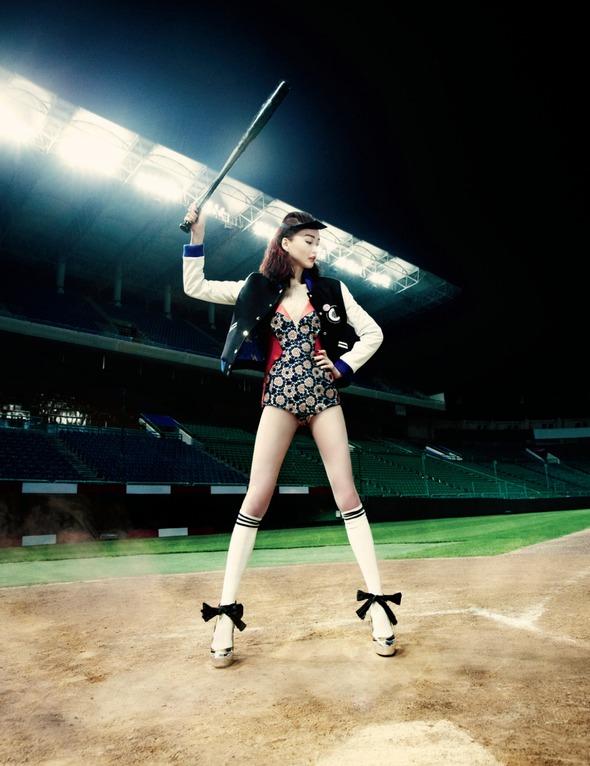 Быстрее, выше, сильнее: Модные съемки, вдохновленные спортом. Изображение №104.