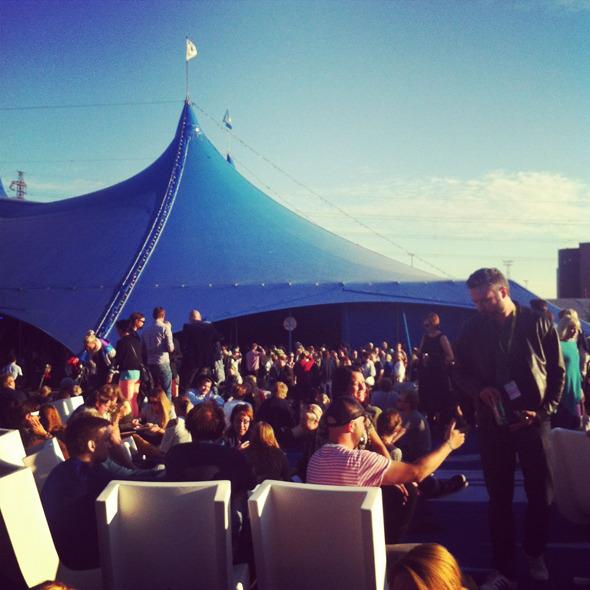 Дневник с фестиваля Flow: Бьорк, The Black Keys, сидр и танцы на электростанции. Изображение № 7.