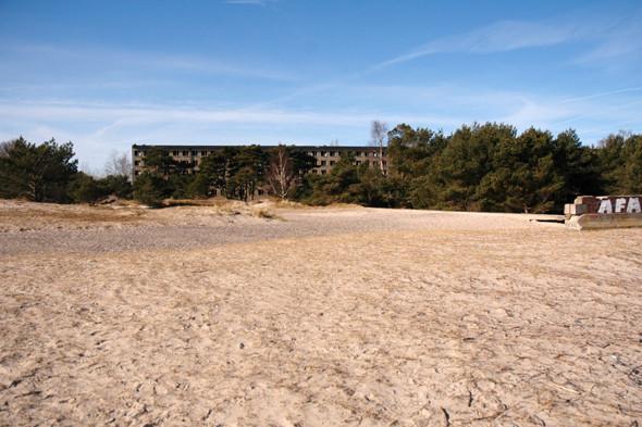 Германия: Балтийское море, пустынные пляжи заброшенного курорта и старинный поезд на острове Рюген. Изображение № 45.