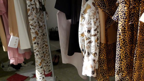 Дизайнер Андрей Артемов: «Она идет от своего парня в мужском пиджаке поверх коктейльного платья». Изображение № 10.