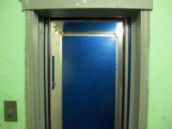 """Чат"" в лифте. Изображение № 1."