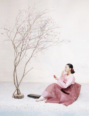 The Grace of the HanBok (Vogue Korea October 2007). Изображение № 13.