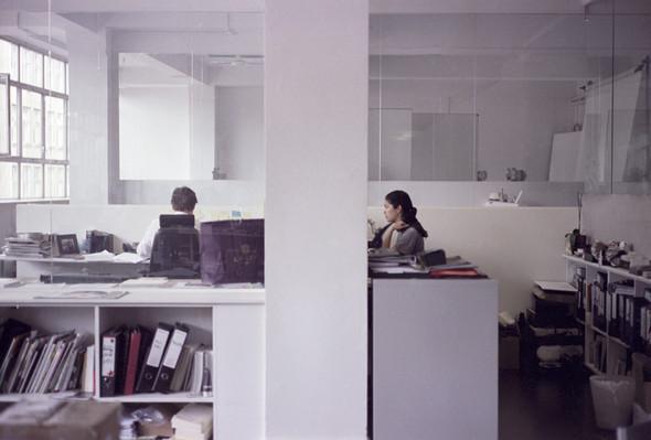 Офис редакции журнала TANK, Лондон. Изображение № 4.