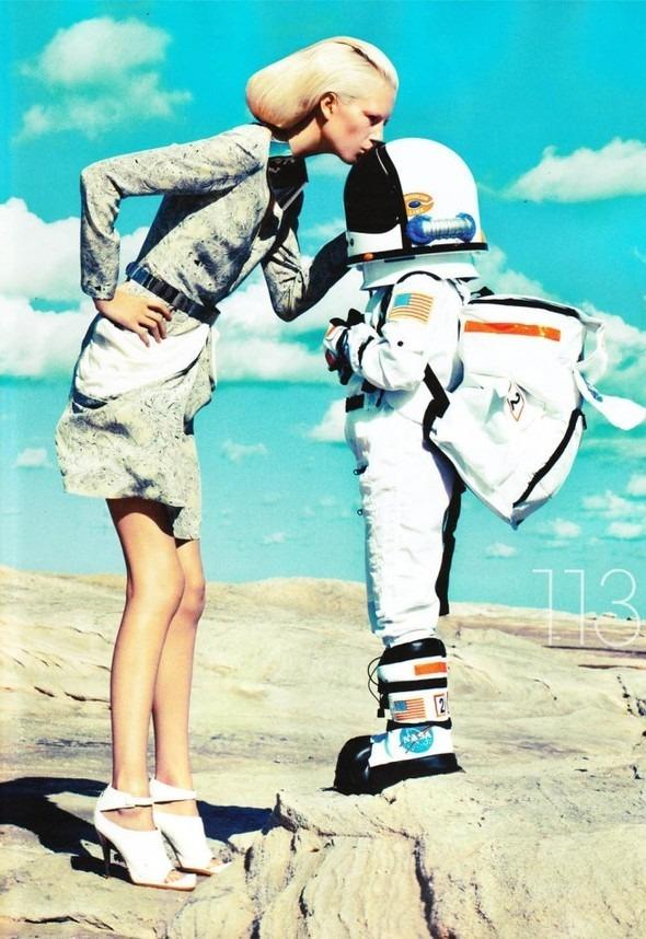 Космос рядом: модные съемки к выходу фильма «Прометей». Изображение №9.