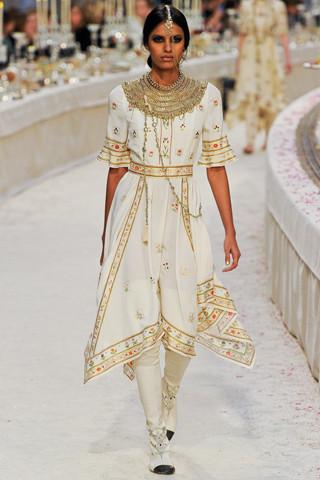 Chanel показали пре-осеннюю коллекцию. Изображение № 65.
