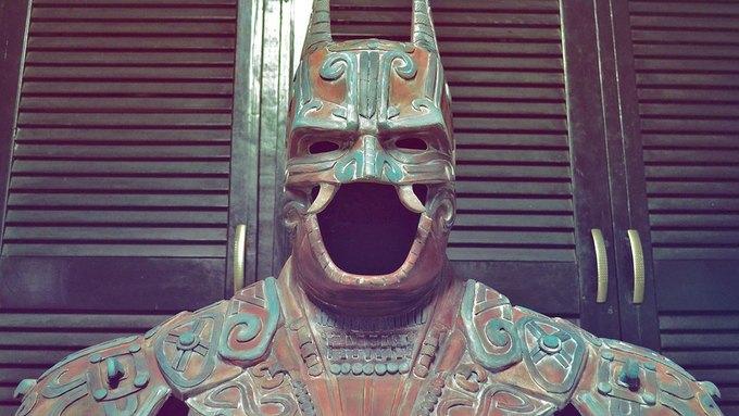 Художник создал бэт-костюм в стиле древних майя. Изображение № 1.