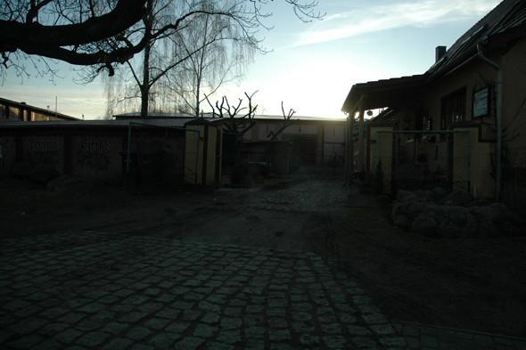 Один из небольших городков, расположенных на острове. Изображение № 14.