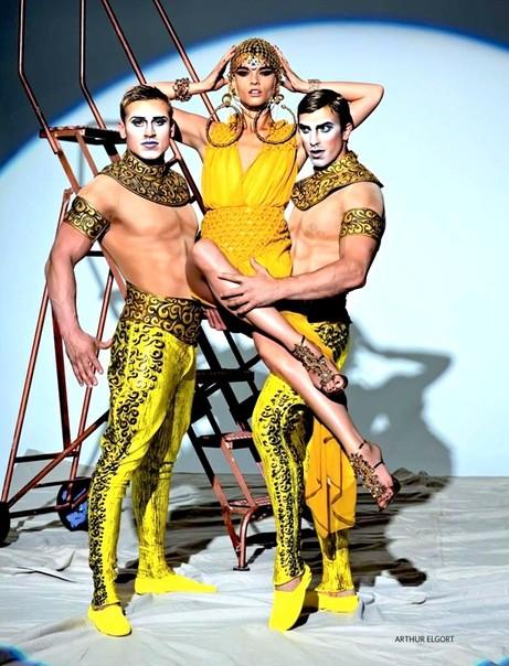 Алана Циммер и Кристал Рэн для Vogue Russia. Изображение № 3.