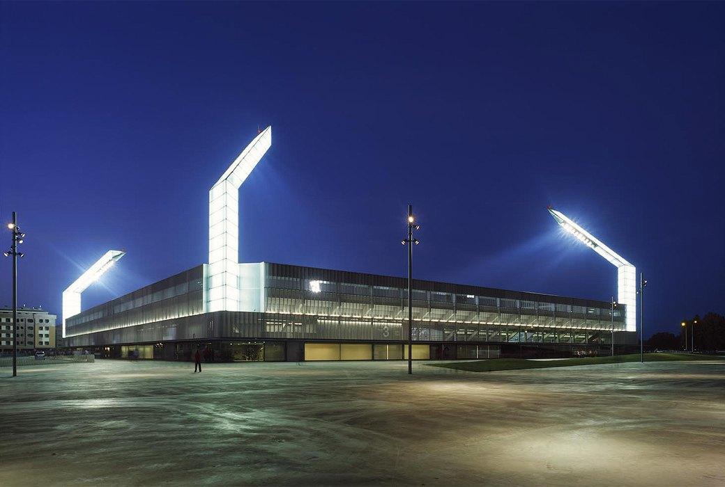 Стадион Nueva Balastera — смесь игры Portal и мира кристаллов. Изображение № 3.
