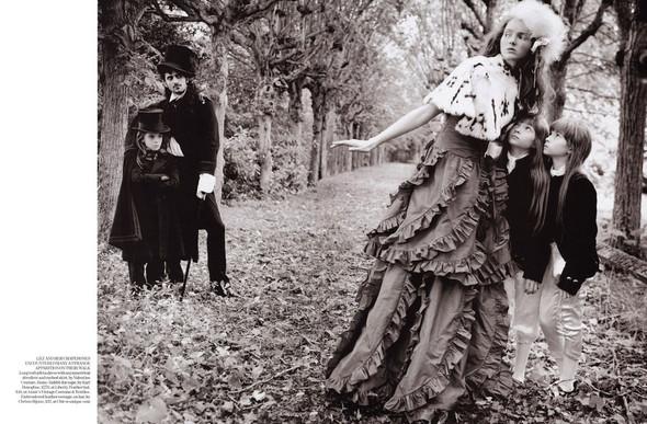 Архивная съёмка: Лили Коул для британского Vogue, 2004. Изображение № 4.