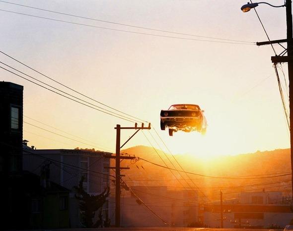 Ретро авто парят в воздухе. Изображение № 3.