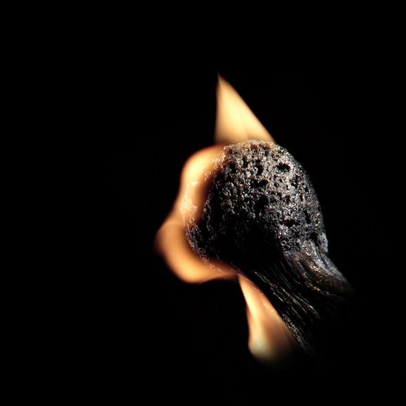 Картины из горящих спичек. Изображение № 12.