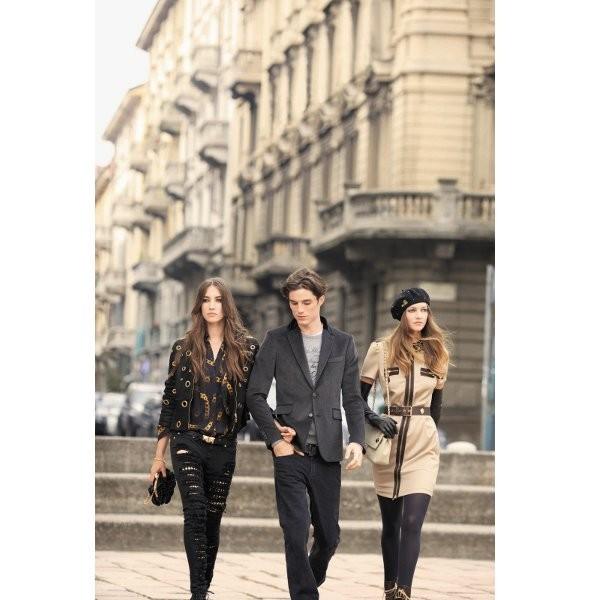 Гаранс Доре сняла рекламную кампанию Moschino. Изображение № 3.