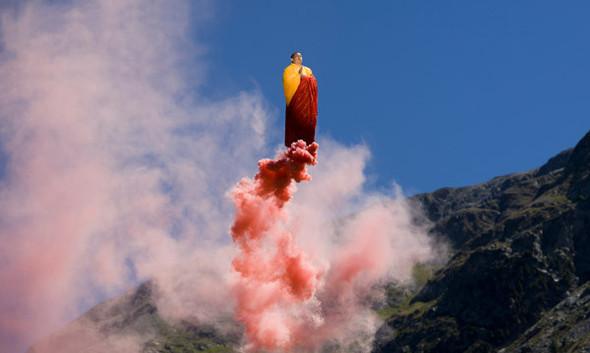 Летающие и падающие люди Ли Вея. Изображение № 29.