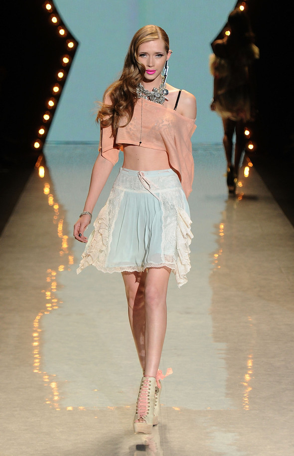 New York Fashion Week: Betsey Johnson Spring 2012. Изображение № 15.