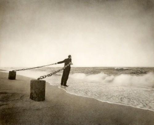 Еще восемь фотографов сюрреалистов. Изображение № 25.