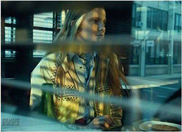 Съемка: Энико Михалик для итальянского Vogue. Изображение № 3.
