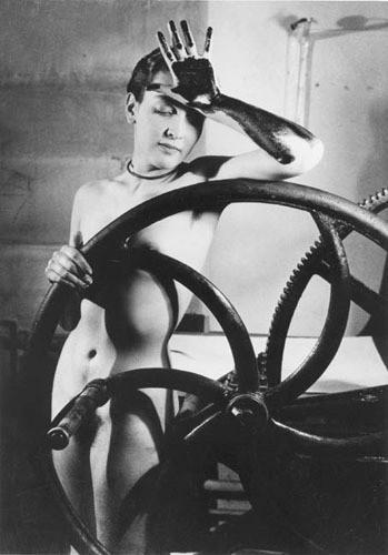 Части тела: Обнаженные женщины на винтажных фотографиях. Изображение №66.