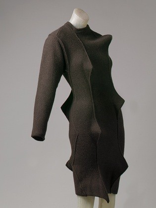Вязанное платье из шерсти, Issey Miyake, 1989, The Metropolitan Museum of Art. Изображение № 7.