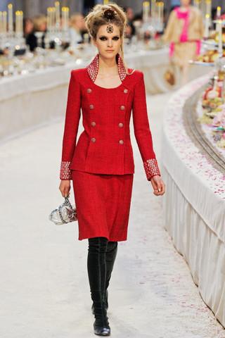 Chanel показали пре-осеннюю коллекцию. Изображение № 30.