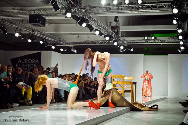 Fashion-перфоманс от SKIF Fashion. AURORA FASHION WEEK Russia SS13. Изображение № 10.