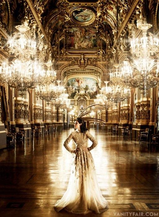 Кристен Стюарт позирует в Париже в одежде «от кутюр». Изображение № 6.
