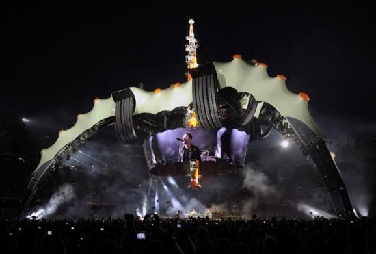 """U2 объединили 80 тысяч человек в сводах """"Лужников"""". Изображение № 1."""