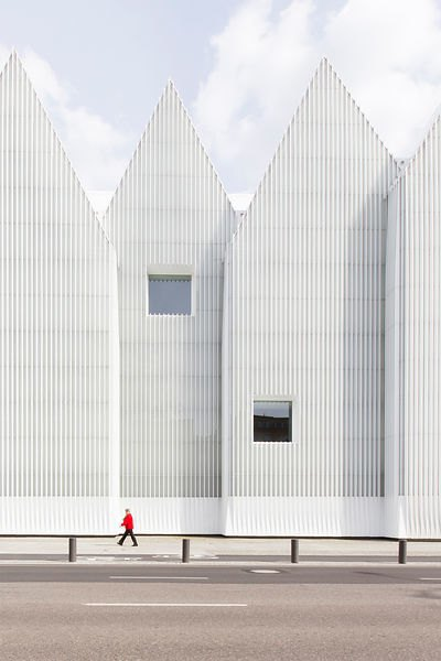 Фотограф: Laurian Ghinitoiu / Здание: Philharmonic Hall (Щецин, Польша) / Бюро:  Estudio Barozzi & Veiga / Категория: «Экстерьер». Изображение № 6.
