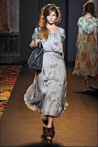 Алена Ахмадуллина на Парижской неделе моды. Изображение № 11.