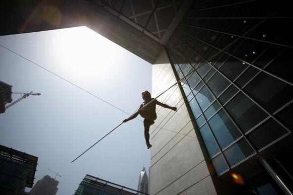 Скульптуры Джерзи Кедзиоры, парящие в воздухе. Изображение № 62.