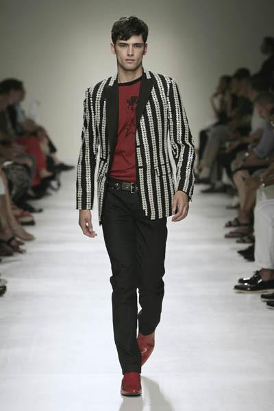 Moschino : шутник ихулиган итальянской моды. Изображение № 31.