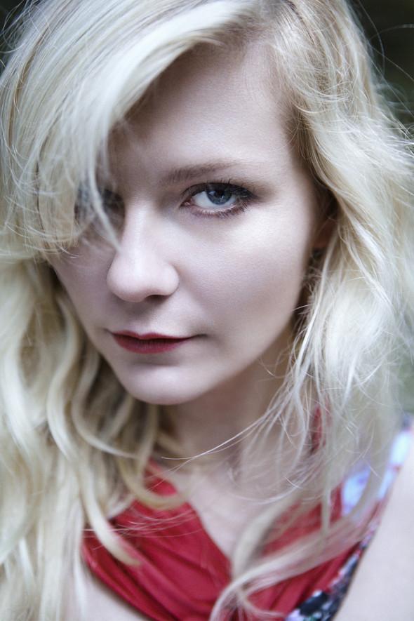 Съёмка: Кирстен Данст для итальянского Vogue. Изображение № 6.