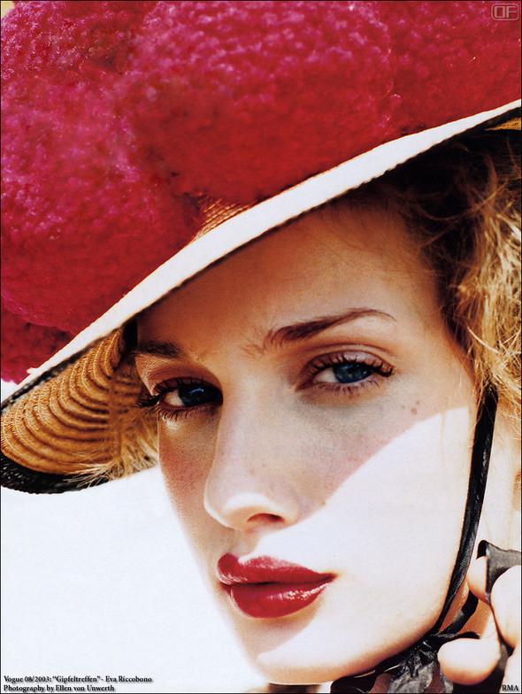 Архивная съёмка: Эллен фон Унверт для немецкого Vogue, 2003. Изображение № 5.