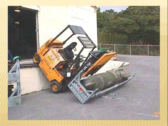 «Safety atwork». Опасность труда. Изображение № 22.