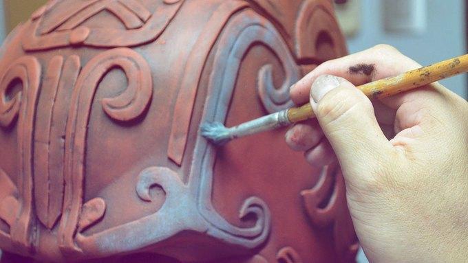 Художник создал бэт-костюм в стиле древних майя. Изображение № 5.