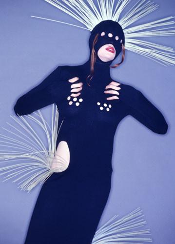 Модель изколлекции «Реснички» дуэта «Ла‑Ре». 1995. Фото: Михаил Королев. Изображение № 12.