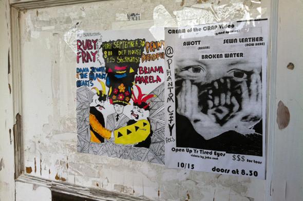 Постер шоу в Олимпии на дверях офиса лейбла K Records. Изображение № 2.