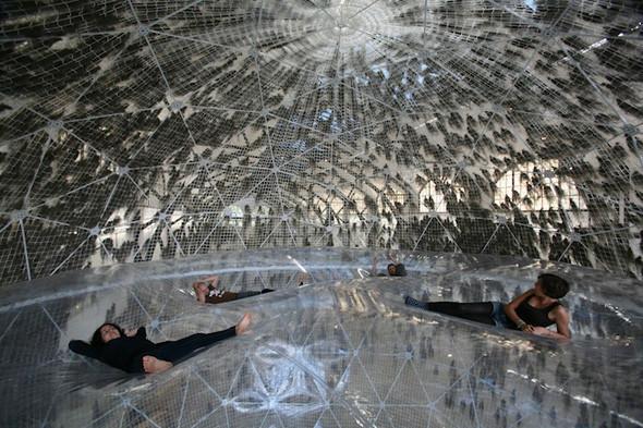 Найдено за неделю: Город будущего в пузырях, гигантская голова и вышитая книга. Изображение № 8.