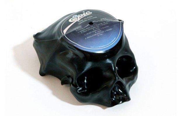 Музыкант Тед Ридерер превратил винилы в черепа. Изображение № 1.