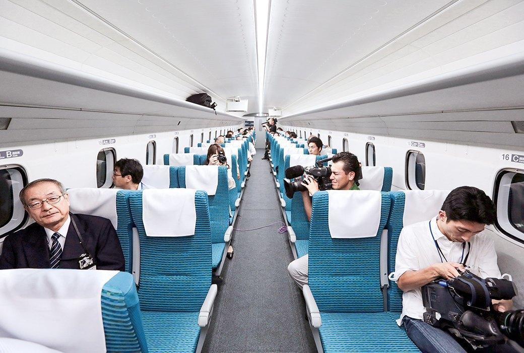 Мы успели заснять самый быстрый поезд в мире. Изображение № 6.