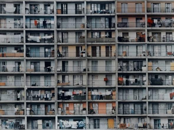 Валери Жув объединяет урбанистический пейзаж и экспрессивные портреты. Изображение № 8.